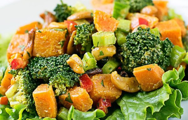 Curry-Sweet-Potatoes-With-Broccoli-Cashews-e1429159310791